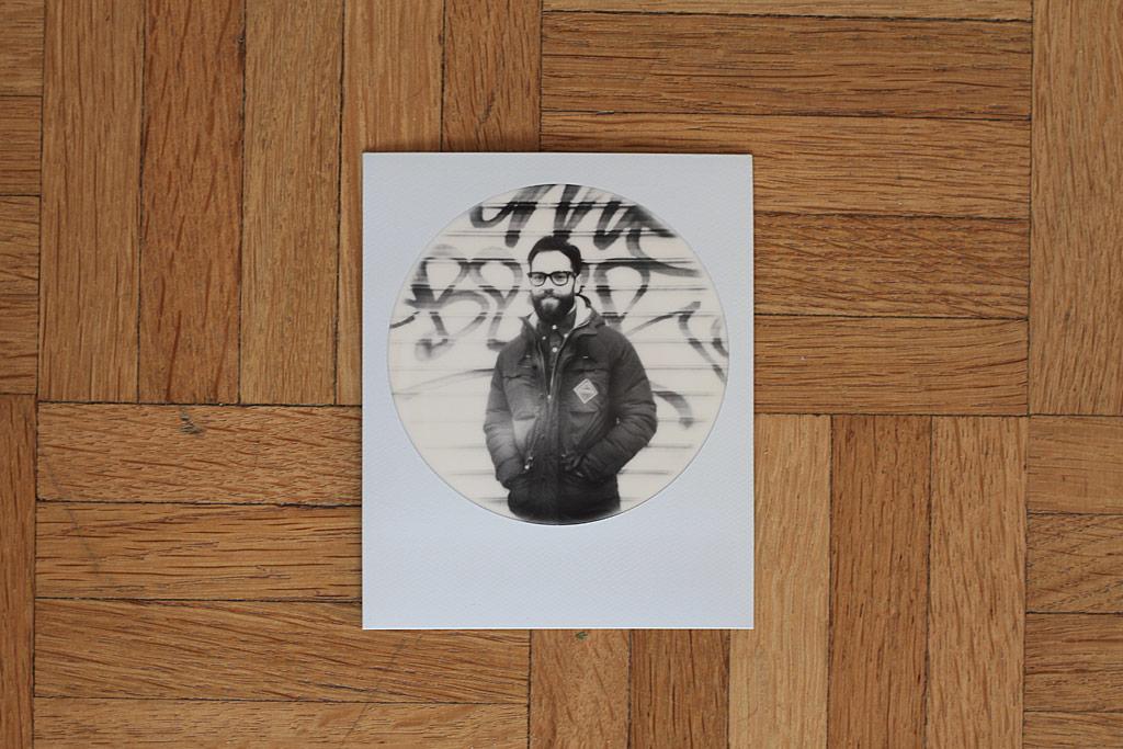Photo Impossible Round Frame et appareil Polaroid