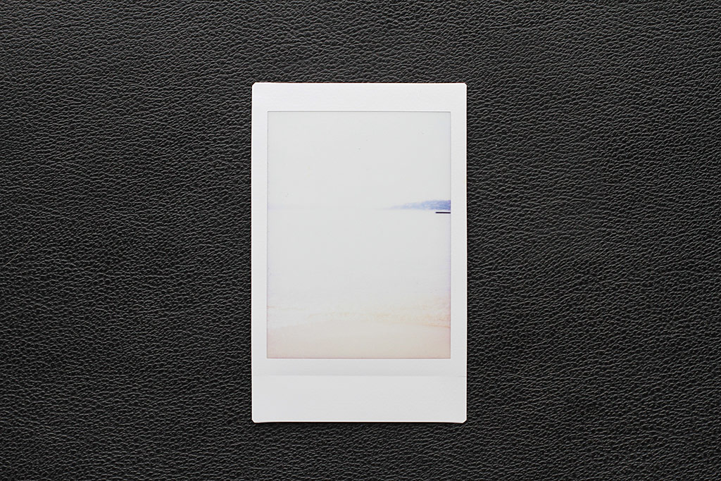 Photo Instax Mini surexposée, bord de mer