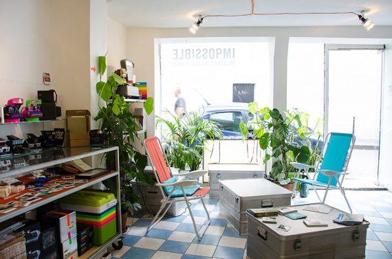 Intérieur de la boutique Impossible Project à Paris