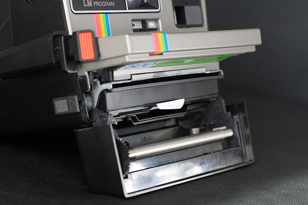 Polaroid 635 Supercolor, chargement du film