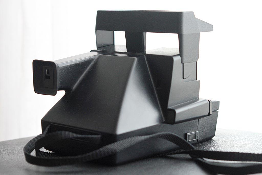 Polaroid 600 vu de 3/4 arrière
