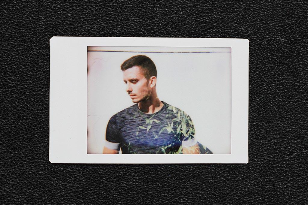Une double exposition (deux images superposées sur une même pose). Rien de plus facile à faire avec l'Instant Back+ puisque vous pouvez déclenchez autant de fois que vous le voulez avant d'éjecter la photo.
