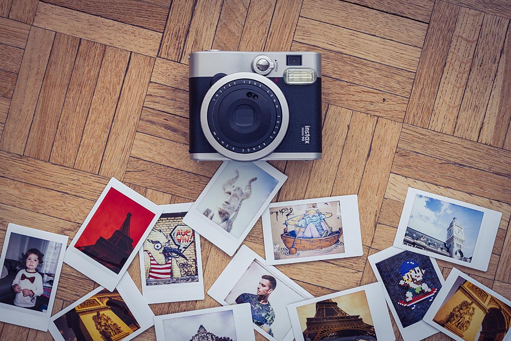 The instax Mini 90 lets you work with a wide range of tools to compose your images.