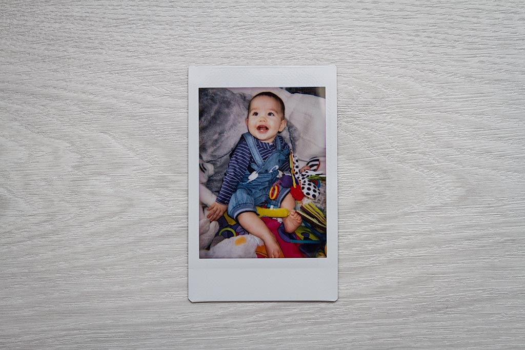 In good lighting conditions, the Lomo'Instant Automat is able to produce beautiful images. In this case, the flash was used indoors near a window.