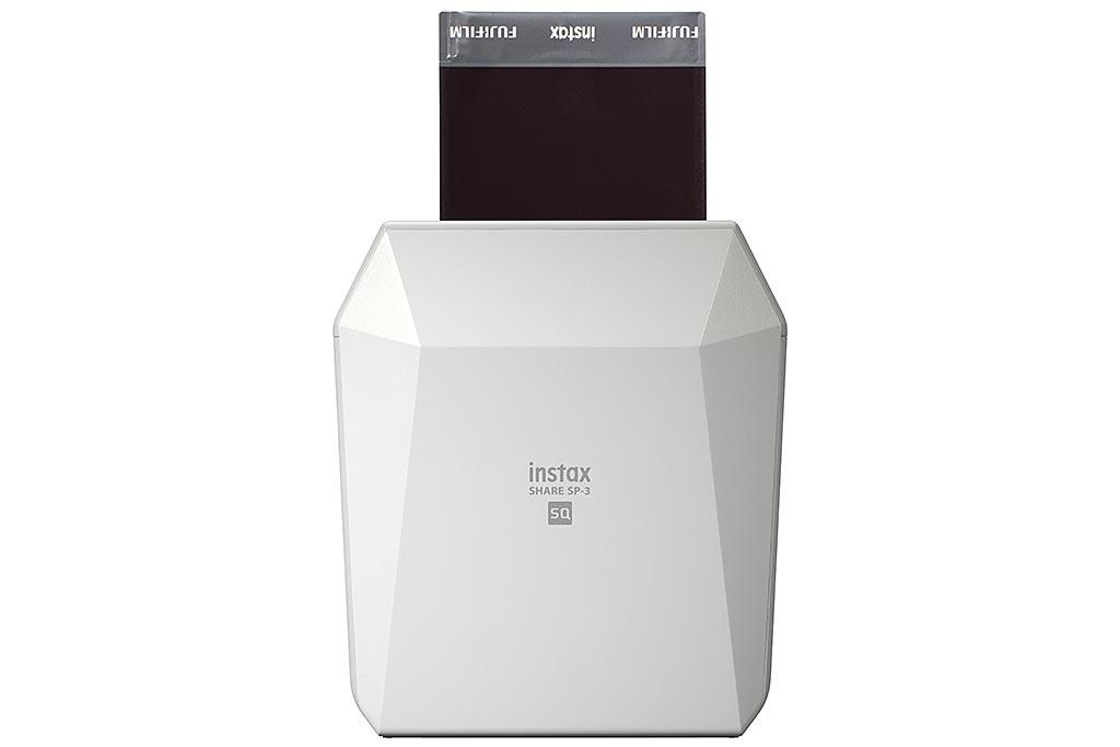 L'imprimante Instax Share SP-3 permet d'éditer ses images avant de les imprimer sur du papier photo Instax Square.