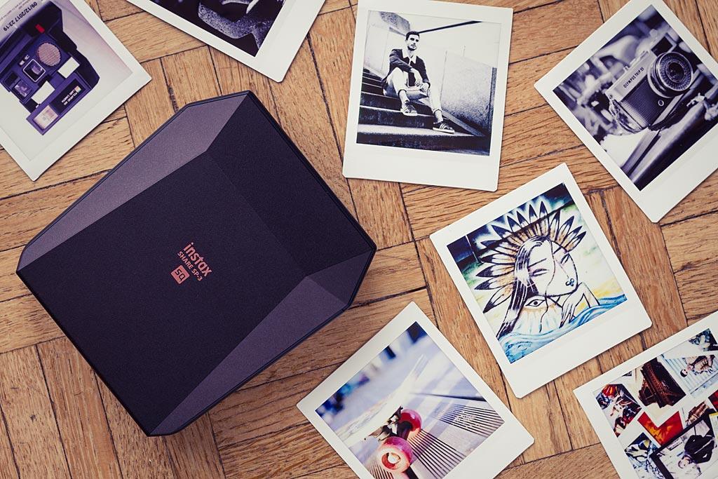 Le film Instax Square, carré, est susceptible de séduire tous ceux qui veulent se rapprocher du format vintage Polaroid.