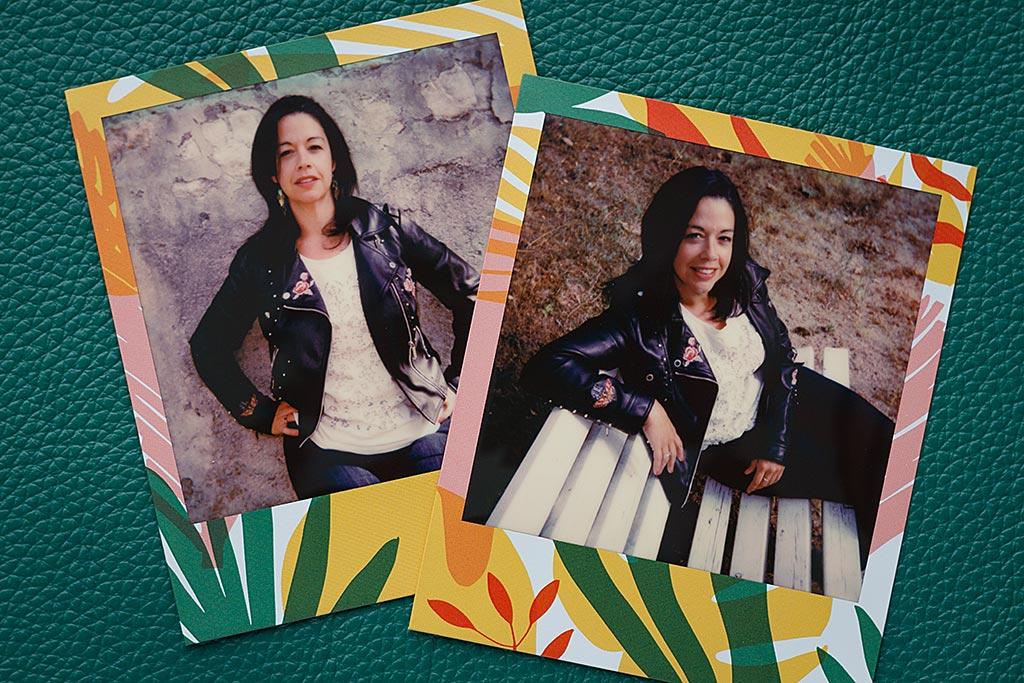 Des motifs végétaux décorent le cadre du film Tropics sorti récemment par Polaroid Originals.