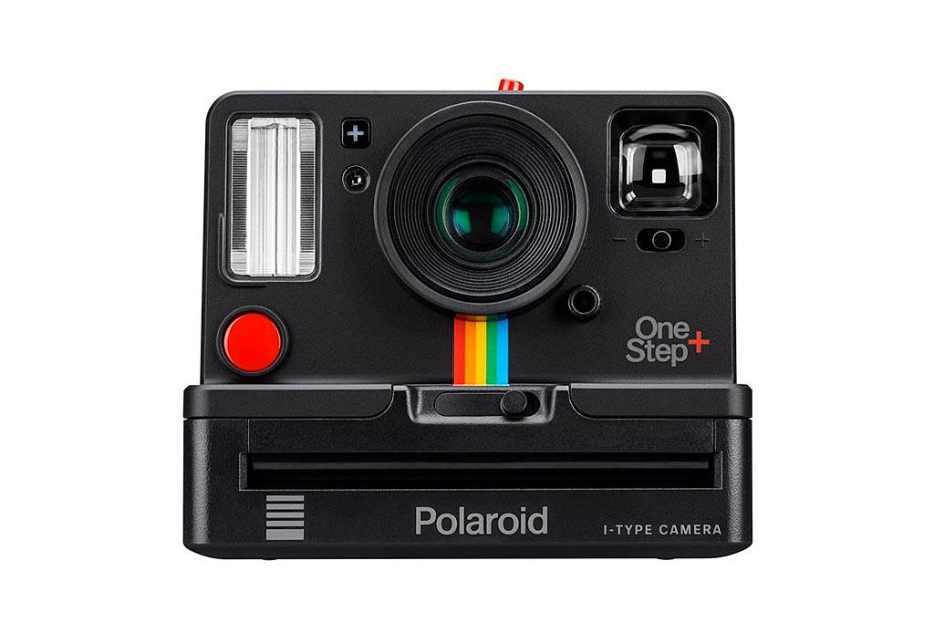 Ce OneStep+ se positionne comme une version deluxe du One Step 2 sorti il y a un an par Polaroid Originals.