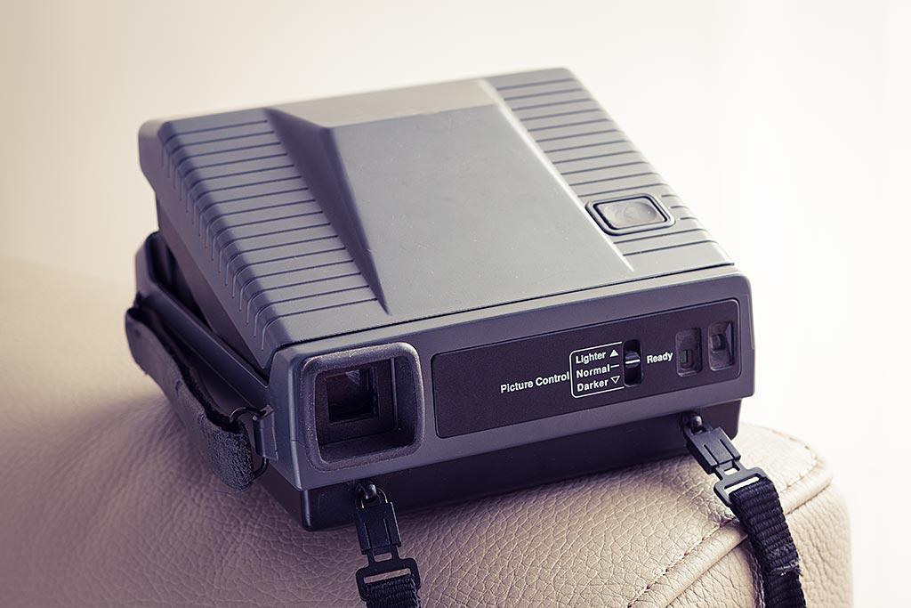 Certains modèles d'appareils Spectra sont très prisés car ils proposent de nombreuses fonctionnalités, toutes accessibles au dos... ce n'est malheureusement pas le cas du Polaroid Image 2, au fonctionnement très simplifié.