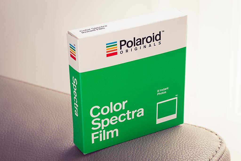 Les recharges de film Spectra produites par Polaroid Originals comptent, comme pour les autres types de film, 8 photos.