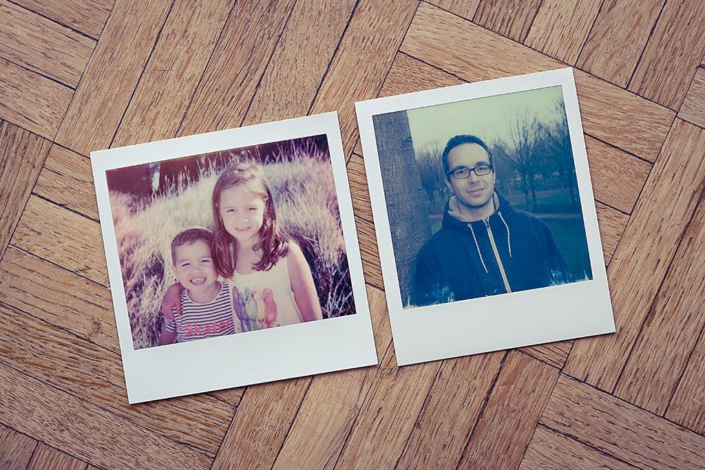 Comparaison : le format d'image Polaroid Spectra et le format d'mage Polaroid classique, côte à côte.