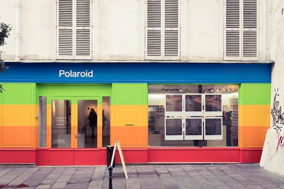 Le pop-up store Polaroid Originals, rue du Roi de Sicile à Paris