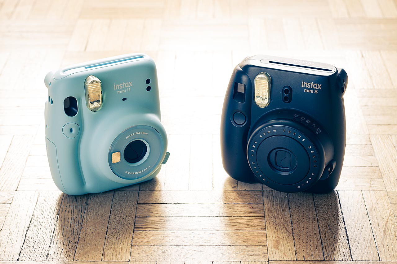 L'Instax Mini 11 et l'Instax Mini 8 côte à côte. En quelques années, le modèle d'entrée de gamme de Fujifilm a gagné en compacité et en efficacité.