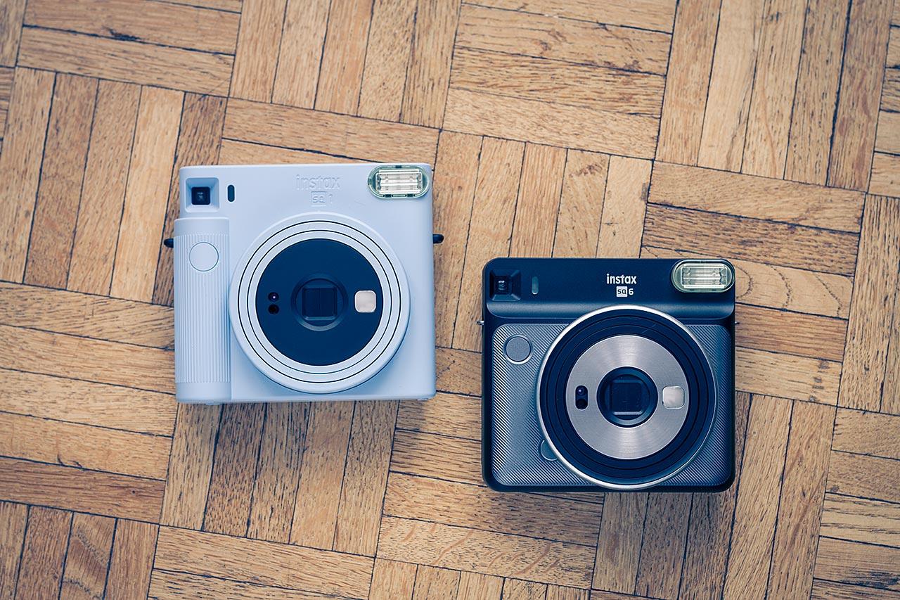 Le SQ1 et le SQ6 côte à côte. Les deux appareils utilisent du film Instax Square mais ne proposent pas les mêmes fonctionnalités.